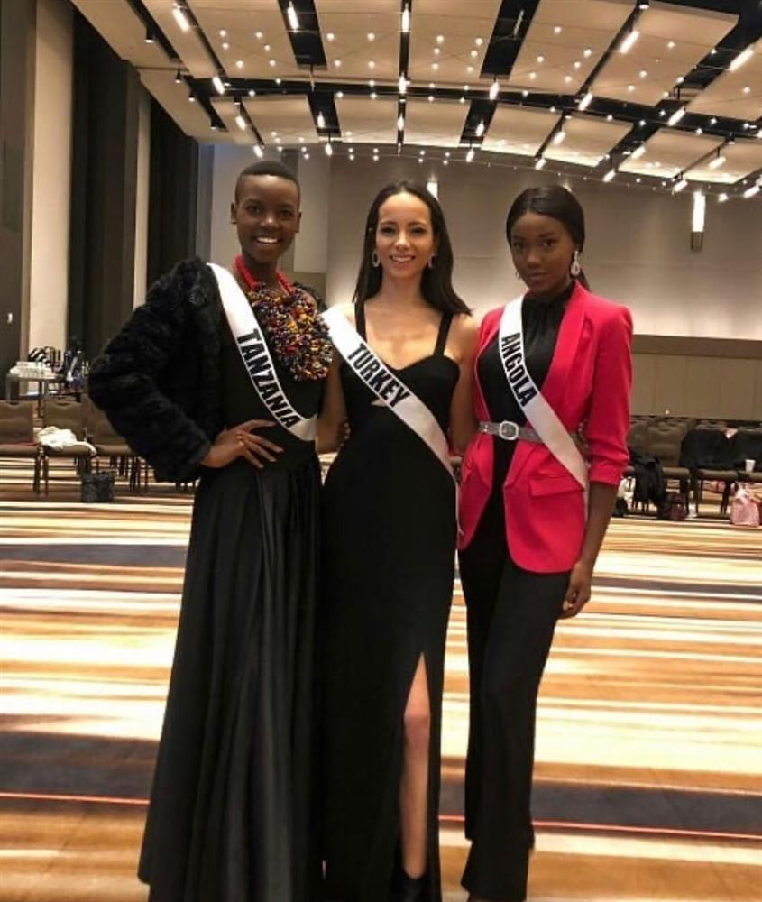 Miss Universe 2019 ngày thứ 6: Hoàng Thùy diện chiếc váy đẹp nhất, chặt đối thủ không chừa ai-12