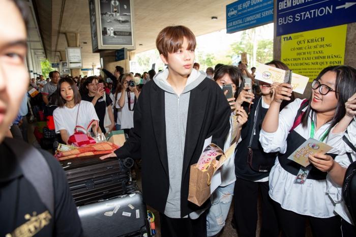 Fiona Fung, Young Jae (B.A.P) cùng dàn nghệ sĩ châu Á đổ bộ sân bay Tân Sơn Nhất-2