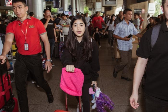 Fiona Fung, Young Jae (B.A.P) cùng dàn nghệ sĩ châu Á đổ bộ sân bay Tân Sơn Nhất-7