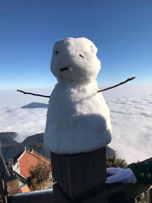 HOT: Xuất hiện băng giá phủ trắng đỉnh Fansipan, dân tình rục rịch rủ nhau cuối năm lên Sa Pa săn tuyết rơi-4