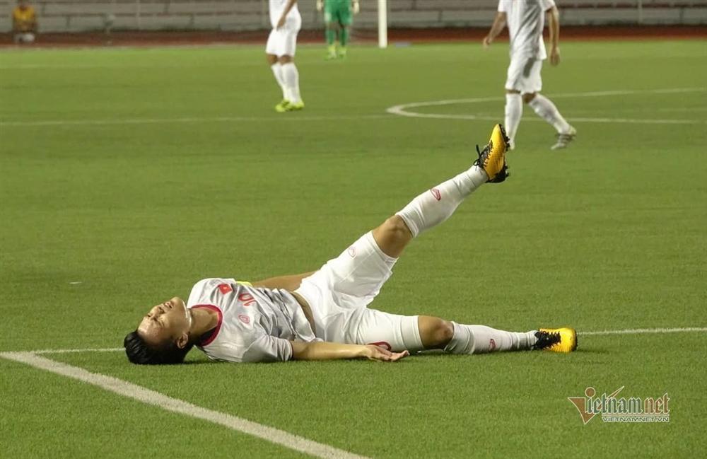 Chấn thương rách cơ đùi, Quang Hải vẫn xin ra sân cùng đồng đội ở trận gặp Thái Lan-2