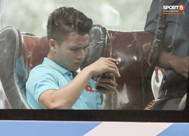 Chấn thương rách cơ đùi, Quang Hải vẫn xin ra sân cùng đồng đội ở trận gặp Thái Lan-1