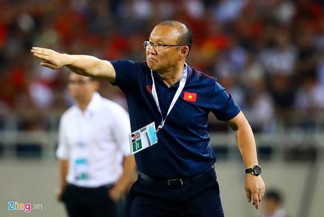 Ảnh chế bố Park bảo vệ học trò trong từng trận đấu tại SEA Games 30-1