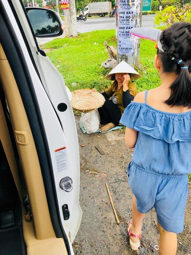 Mới 6 tuổi, con gái Thủy Tiên - Công Vinh đã sở hữu chiều cao vượt trội, gia nhập hội chân dài ái nữ nhà sao Việt-4