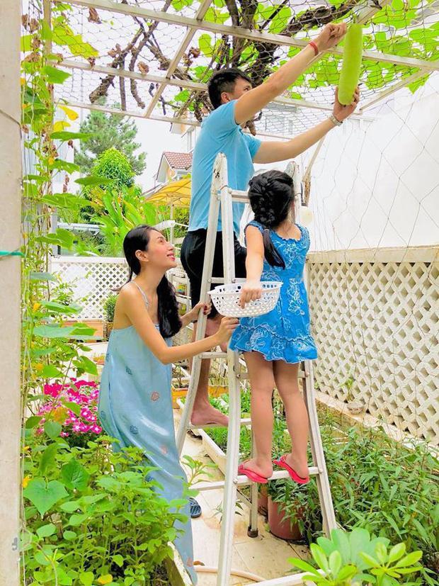 Mới 6 tuổi, con gái Thủy Tiên - Công Vinh đã sở hữu chiều cao vượt trội, gia nhập hội chân dài ái nữ nhà sao Việt-5