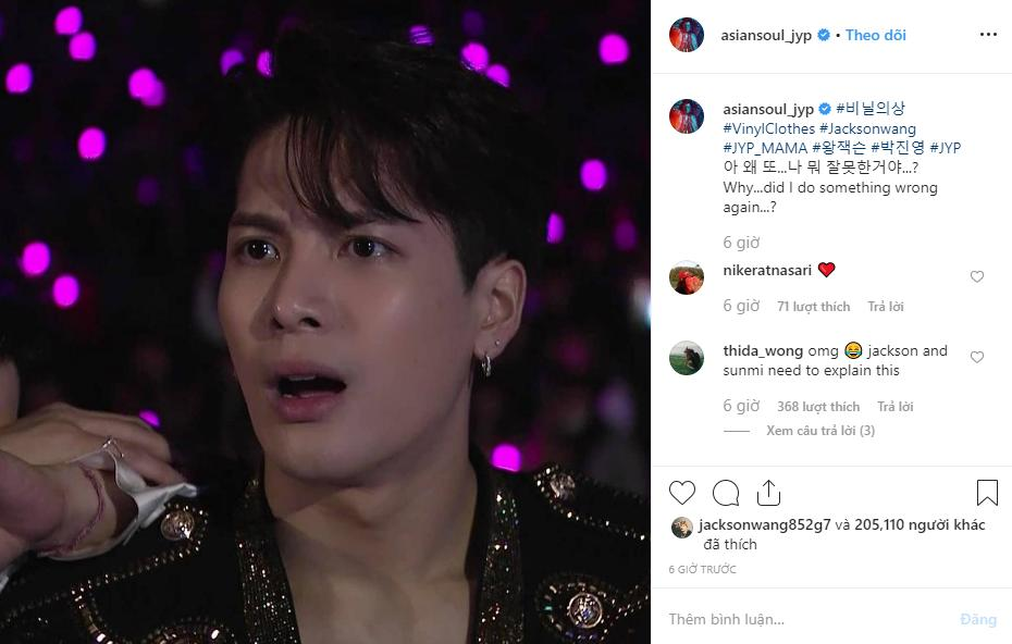 Jackson (GOT7) sốc không khép nổi miệng khi chứng kiến Hwasa ngồi lên đùi chủ tịch JYP-3