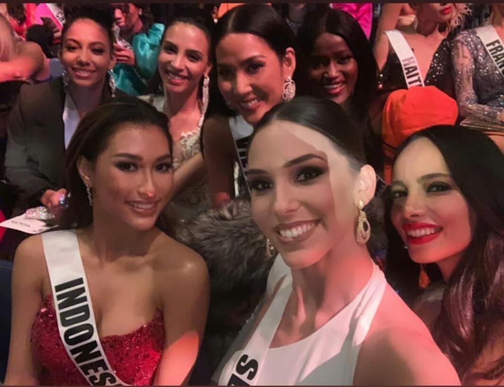 Miss Universe 2019 ngày thứ 7: Đối thủ lên đồ rực rỡ, tìm Hoàng Thùy khó như mò kim đáy bể-2