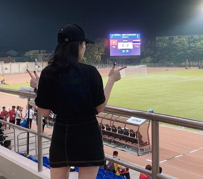 Bạn gái Văn Hậu sang Philippines xem U22 Việt Nam đấu Thái Lan-2