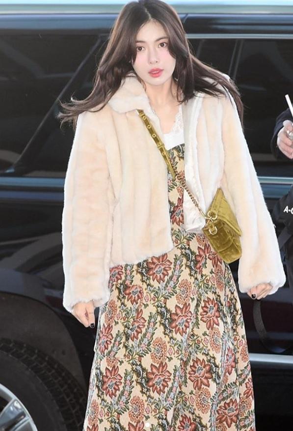 Không phải đồ hở hang, HyunA ngoài đời thích mặc váy áo hoa nữ tính-1