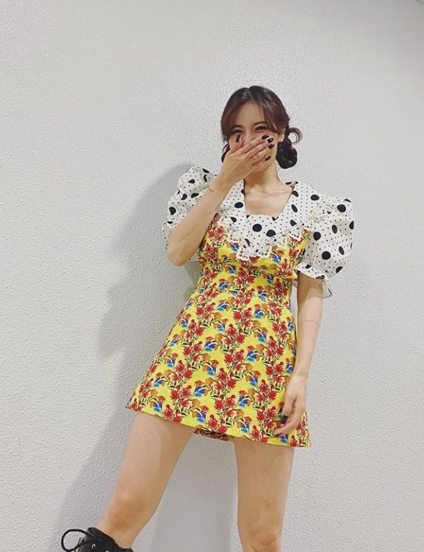 Không phải đồ hở hang, HyunA ngoài đời thích mặc váy áo hoa nữ tính-2