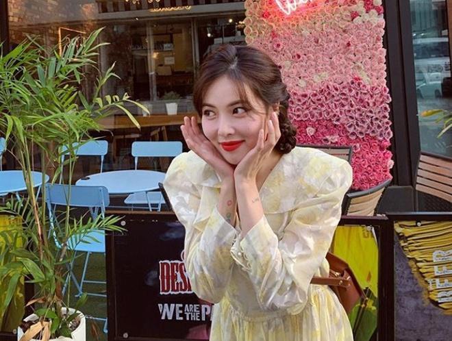 Không phải đồ hở hang, HyunA ngoài đời thích mặc váy áo hoa nữ tính-4