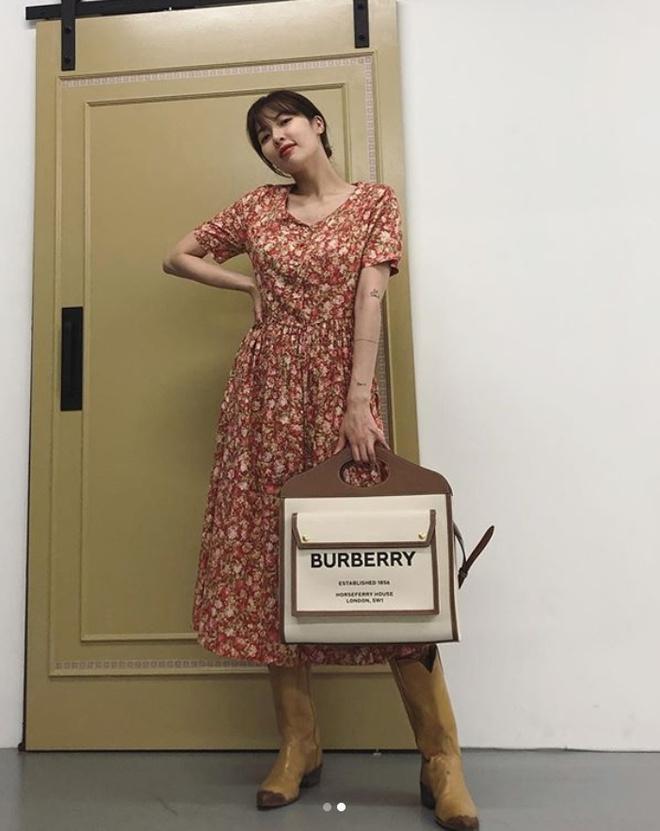 Không phải đồ hở hang, HyunA ngoài đời thích mặc váy áo hoa nữ tính-5
