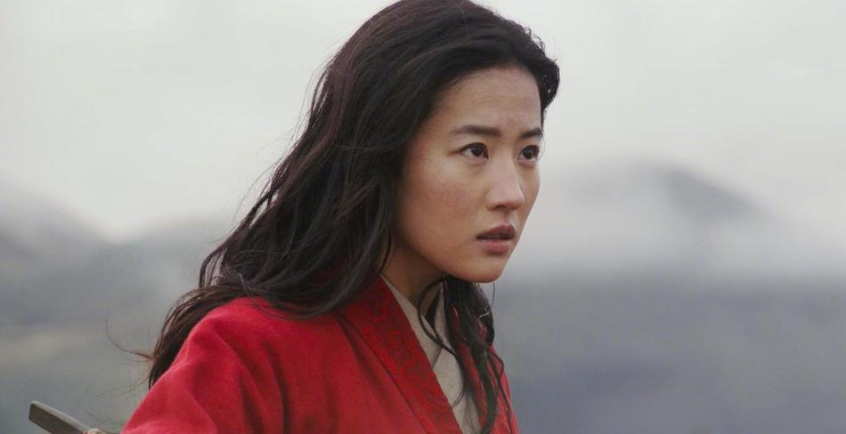 Lưu Diệc Phi nhạt nhòa và lép vế trước Củng Lợi trong trailer phim Mulan-3