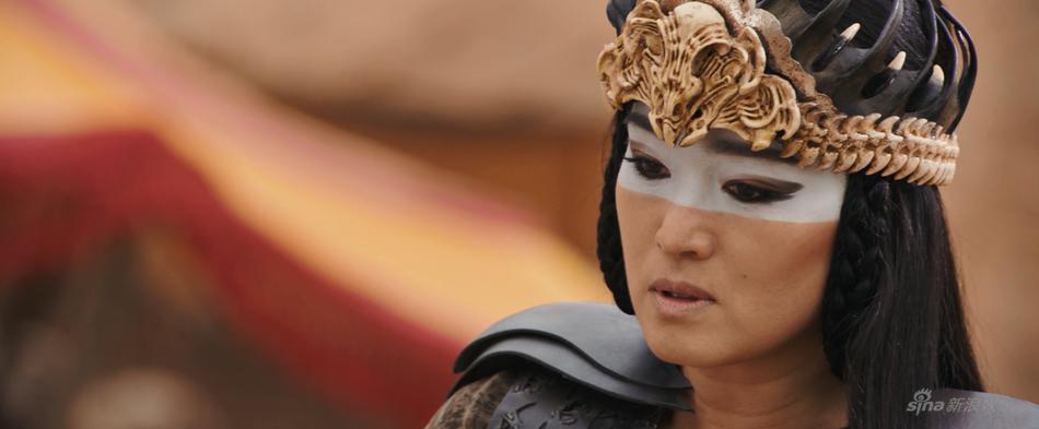 Lưu Diệc Phi nhạt nhòa và lép vế trước Củng Lợi trong trailer phim Mulan-8