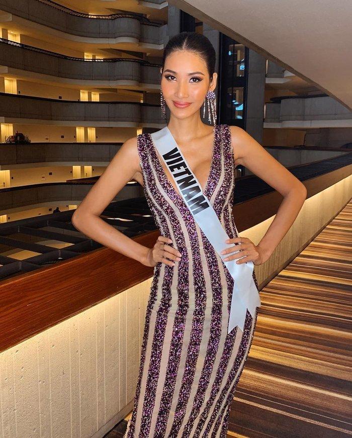 Hoàng Thùy trả lời thông minh khi bị truyền thông quốc tế soi từng cen-ti-met chiếc váy tím lấp lánh-2
