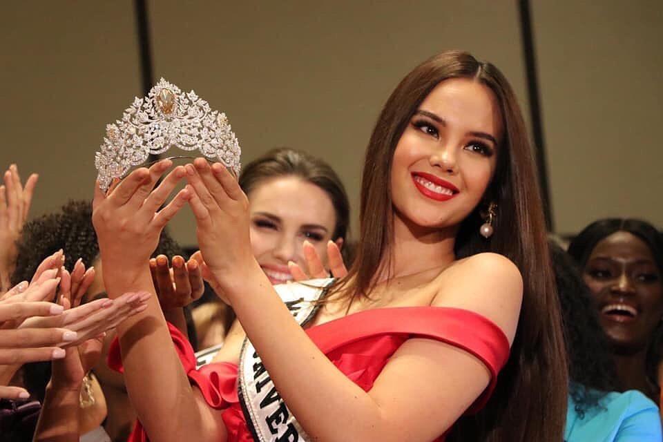 Miss Universe 2019 ra mắt vương miện 116 tỷ, khán giả ụp vội lên đầu Hoàng Thùy xem hợp hay không-2