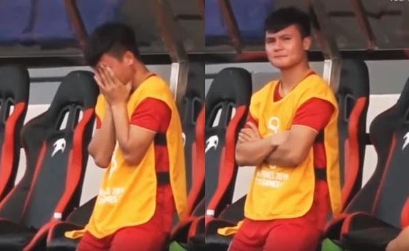 Xuất hiện hình ảnh Quang Hải ngồi ghế dự bị, ôm mặt đau đớn khi nhìn đồng đội bị Thái Lan dẫn bàn-1