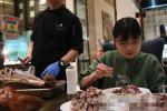 Ăn hết 6kg thịt bò và 15kg hải sản nhưng vẫn chưa no, cô gái bị hàng loạt nhà hàng buffet cấm cửa vĩnh viễn
