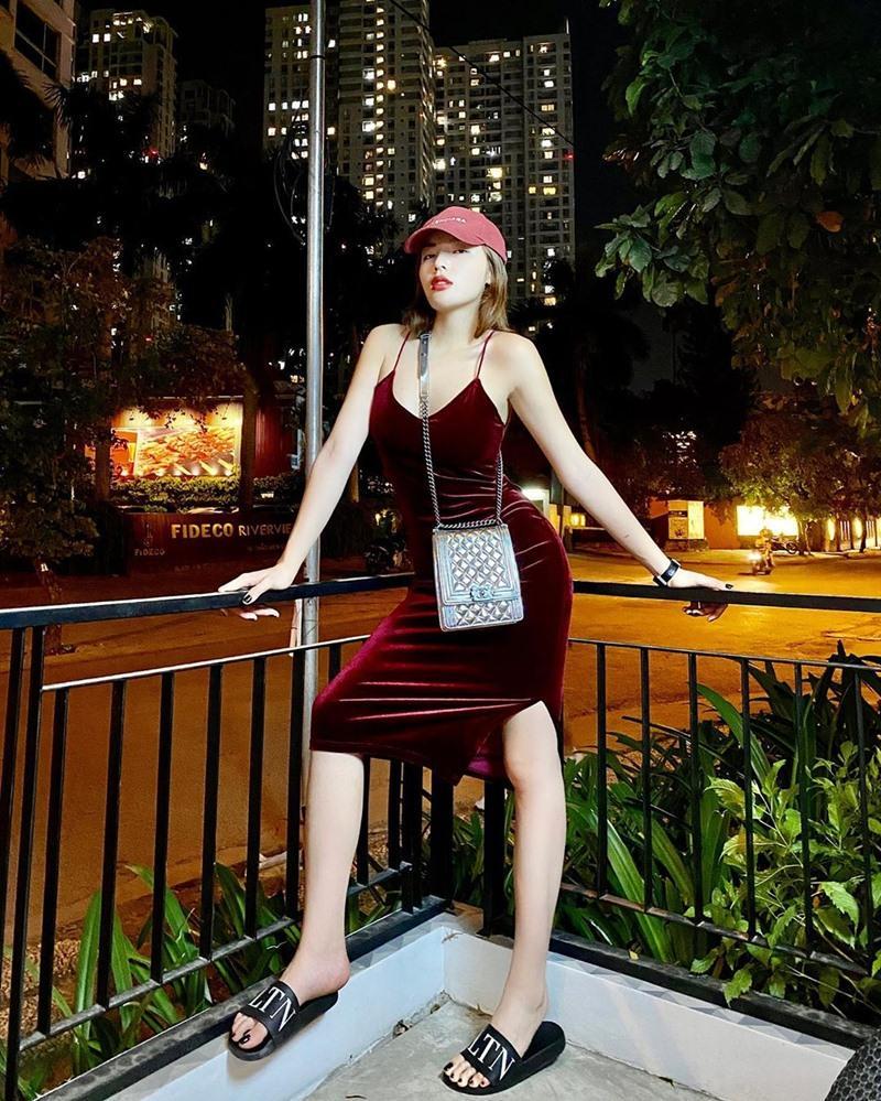 Hương Giang lên đồ giản dị vẫn đẹp bất chấp - Hồ Ngọc Hà mặc áo nude bó sát phô diễn vòng 1 sexy-6