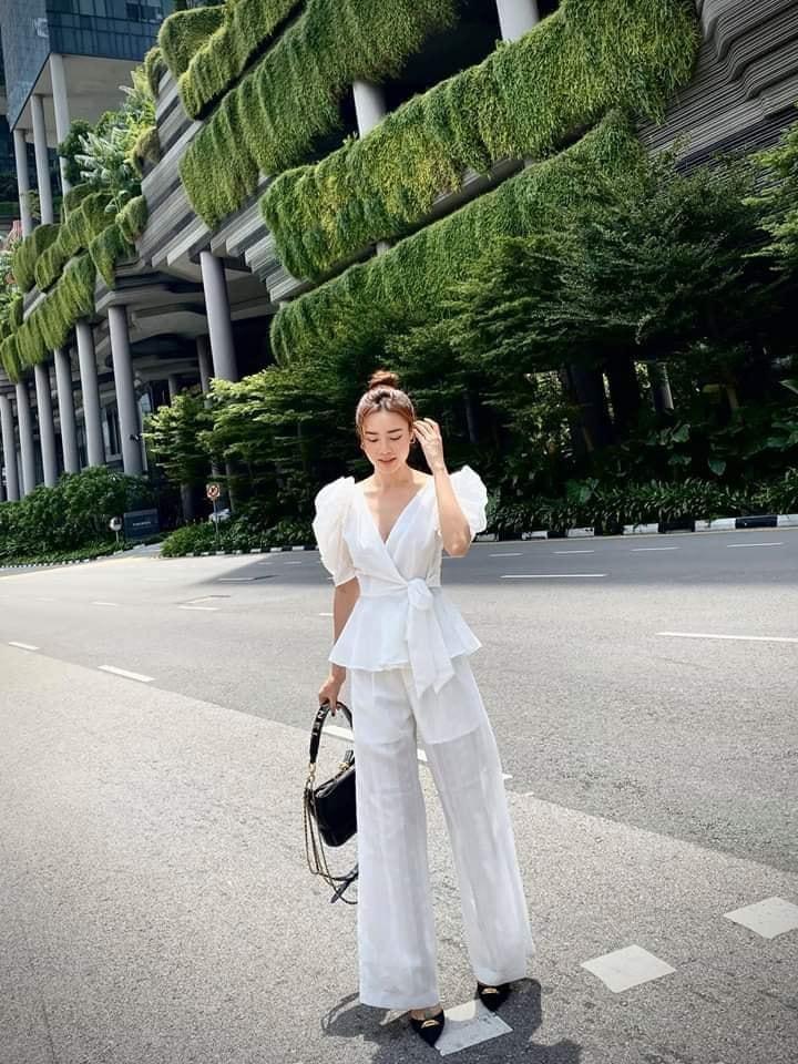 Hương Giang lên đồ giản dị vẫn đẹp bất chấp - Hồ Ngọc Hà mặc áo nude bó sát phô diễn vòng 1 sexy-7