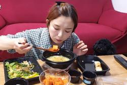 Trải nghiệm ăn phở trộn cơm và kim chi Hàn Quốc