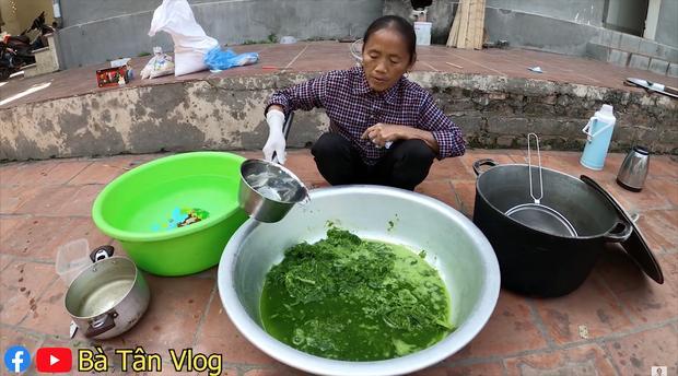 Giữa mùa đông giá lạnh, bà Tân Vlog cho ra là món thạch nhưng lại sử dụng lá dứa theo cách khác người-2