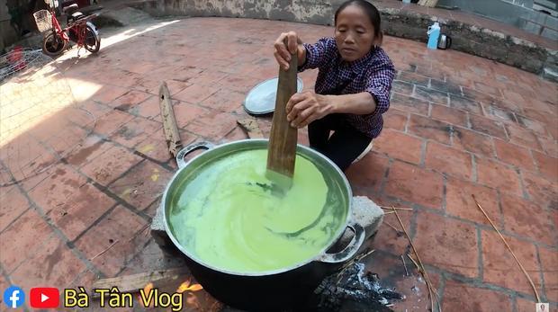 Giữa mùa đông giá lạnh, bà Tân Vlog cho ra là món thạch nhưng lại sử dụng lá dứa theo cách khác người-3