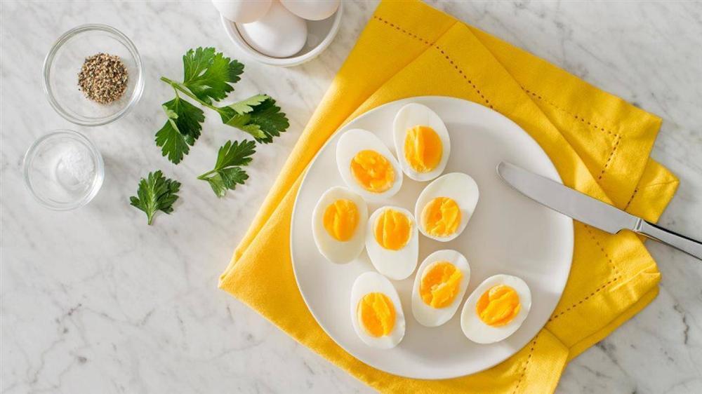 Thêm một bước đơn giản, trứng luộc xong sẽ mềm ngon, bóc vỏ dễ như trở bàn tay-3