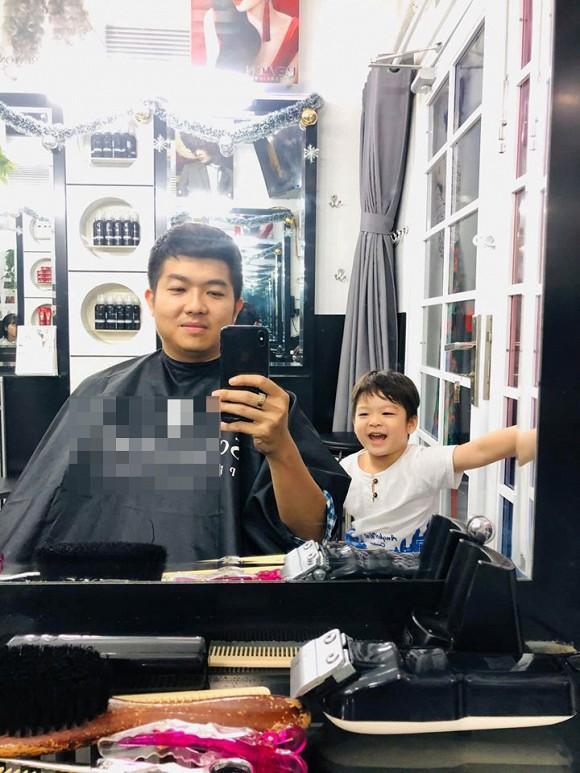 Sau tranh cãi nảy lửa, chồng cũ Nhật Kim Anh đăng ảnh đời thường vui vẻ bên cậu ấm-1