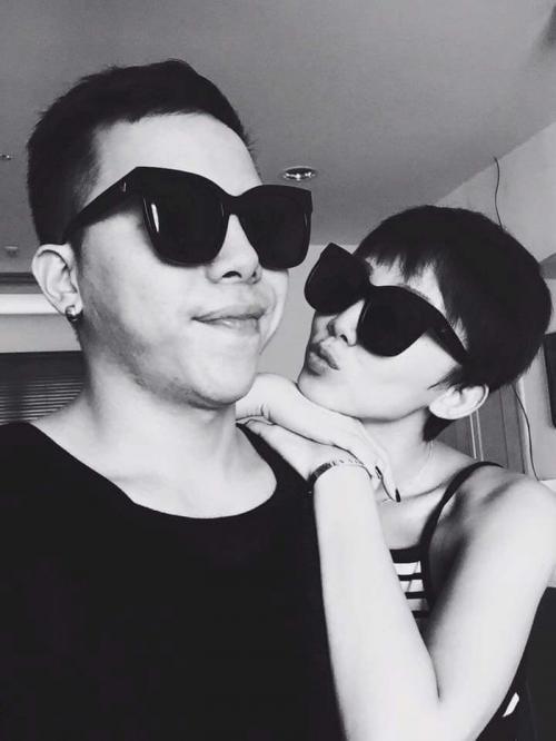 Hình ảnh Tóc Tiên thân thiết chụp ảnh cùng gia đình bạn trai Hoàng Touliver gây chú ý-5