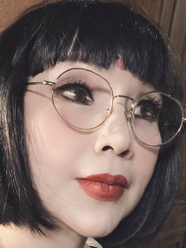 Sau khi khoe ảnh không chỉnh sửa, NSND Lan Hương lại dọa ma với những hình selfie đáng sợ-3
