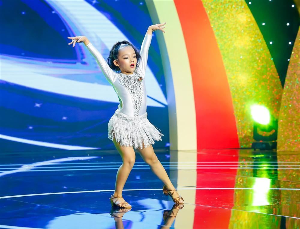 Ốc Thanh Vân bật khóc khi vũ công nhí bị mẹ đánh bầm người ép học vũ đạo-1