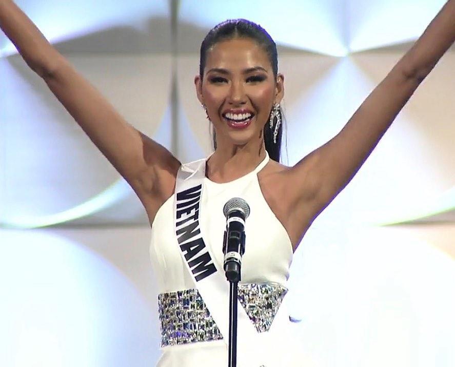 Hoàng Thùy thi bán kết Miss Universe 2019: Chào sân ấn tượng, diễn bikini an toàn, bùng nổ với dạ hội-2