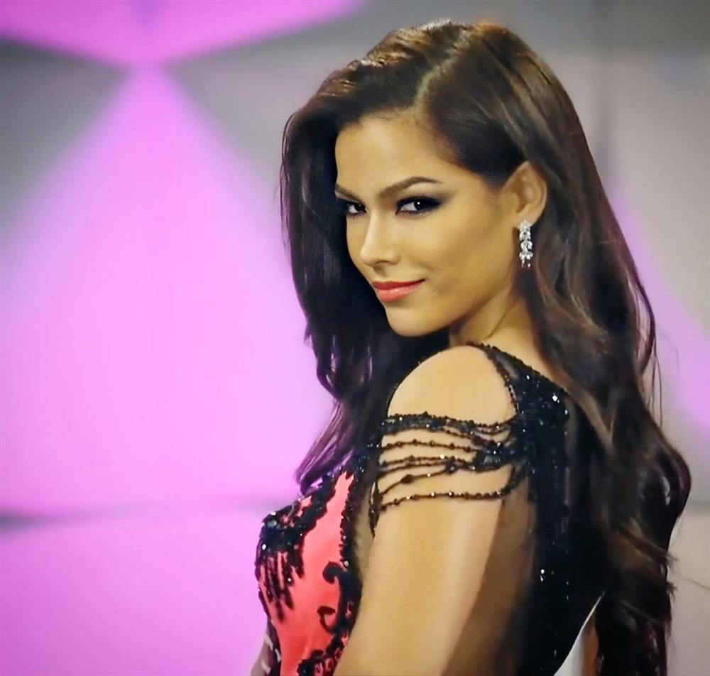 Hoàng Thùy thi bán kết Miss Universe 2019: Chào sân ấn tượng, diễn bikini an toàn, bùng nổ với dạ hội-27