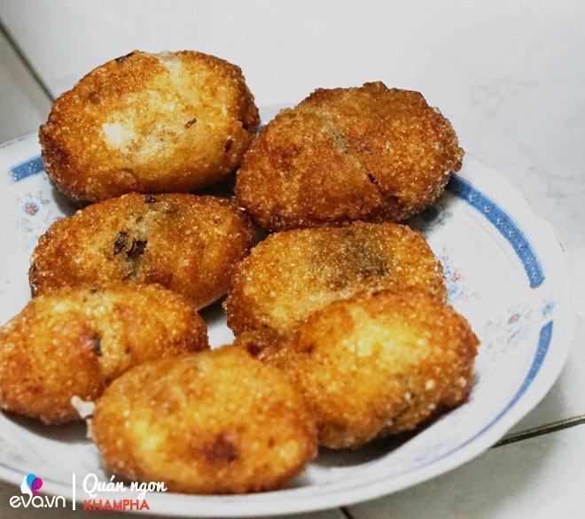 Quán bánh rán mặn 28 năm chỉ đun bằng bếp dầu hiếm thấy của cặp vợ chồng già Vĩnh Hồ-4