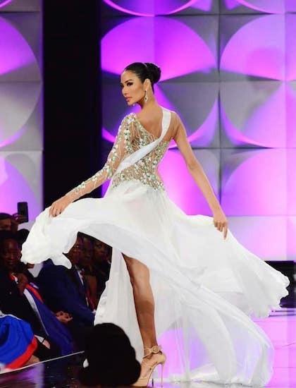 Top 15 trang phục dạ hội ở bán kết Miss Universe: Hoàng Thùy diện đầm hoa giọt tuyết tái hiện cú xoay váy thần thánh-1