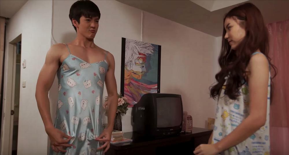 Choáng váng khi thấy hoàng tử nụ cười Thái Lan thích mặc váy ngủ của bạn gái-3