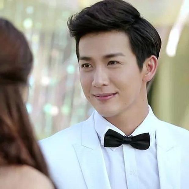 Choáng váng khi thấy hoàng tử nụ cười Thái Lan thích mặc váy ngủ của bạn gái-2