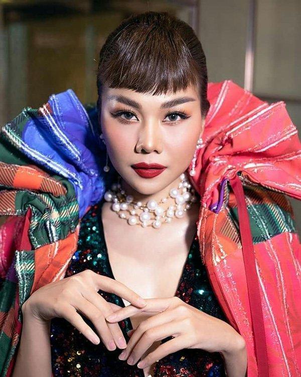 Mải mê chấm thi Hoa hậu Hoàn vũ, Thanh Hằng rụng mất... 2 hàng lông mi-4