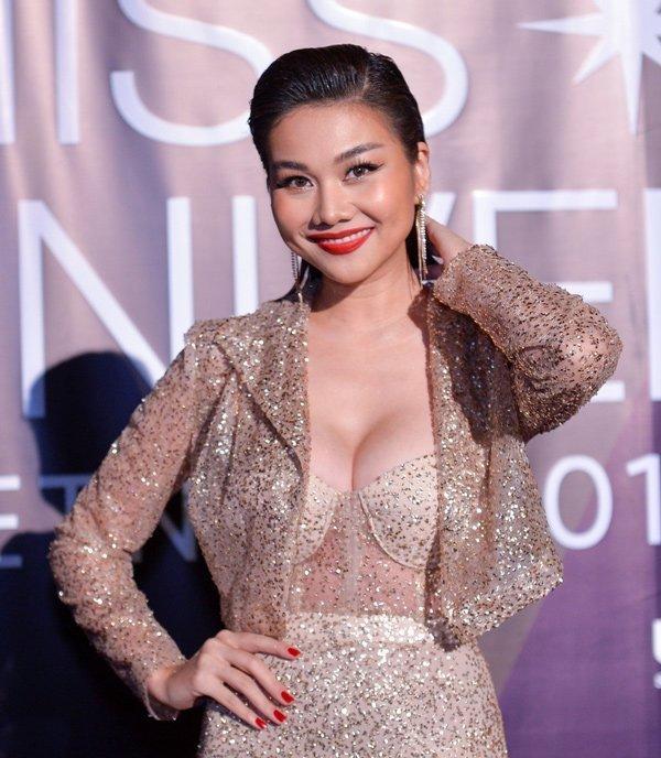 Mải mê chấm thi Hoa hậu Hoàn vũ, Thanh Hằng rụng mất... 2 hàng lông mi-2