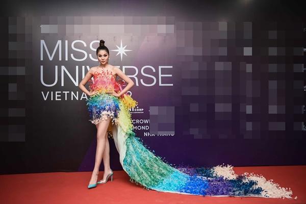 Thảm đỏ chung kết Hoa hậu Hoàn Vũ Việt Nam 2019: Thanh Hằng diện váy cầu vồng không thua kém thiên thần Elsa Hosk-1