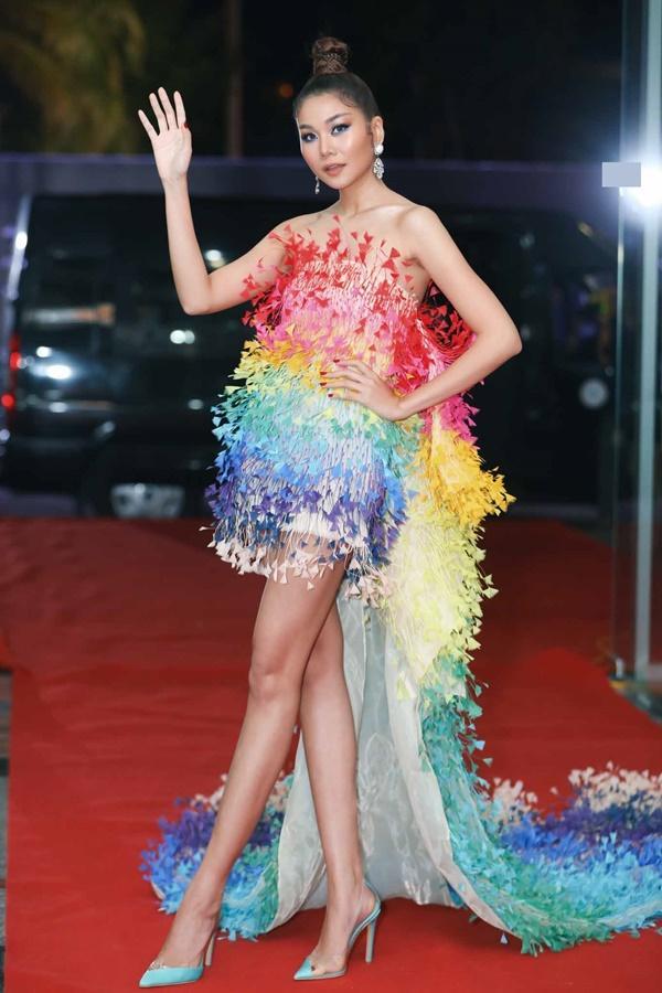 Thảm đỏ chung kết Hoa hậu Hoàn Vũ Việt Nam 2019: Thanh Hằng diện váy cầu vồng không thua kém thiên thần Elsa Hosk-2