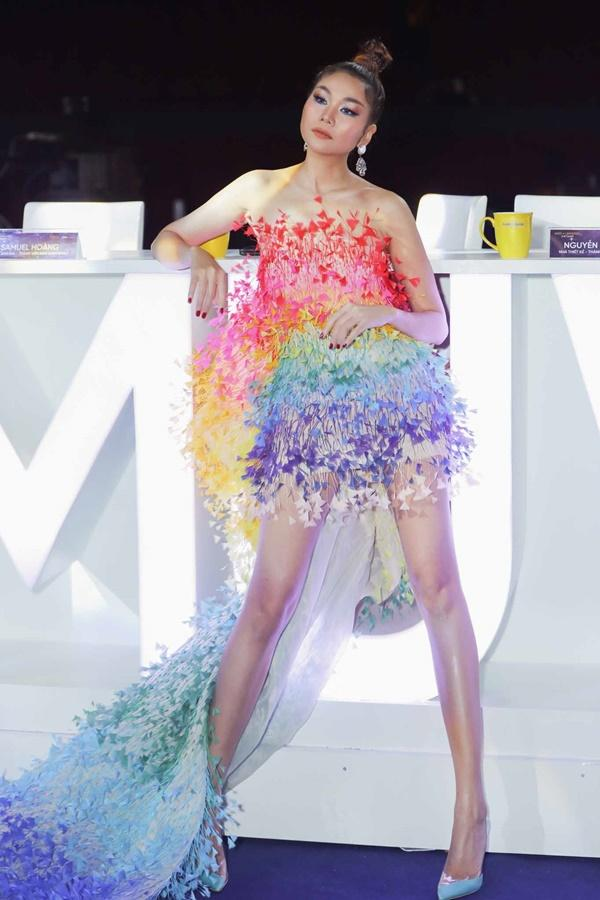 Thảm đỏ chung kết Hoa hậu Hoàn Vũ Việt Nam 2019: Thanh Hằng diện váy cầu vồng không thua kém thiên thần Elsa Hosk-3
