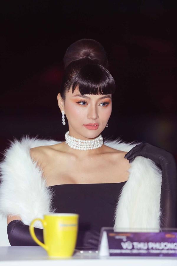 Thảm đỏ chung kết Hoa hậu Hoàn Vũ Việt Nam 2019: Thanh Hằng diện váy cầu vồng không thua kém thiên thần Elsa Hosk-7