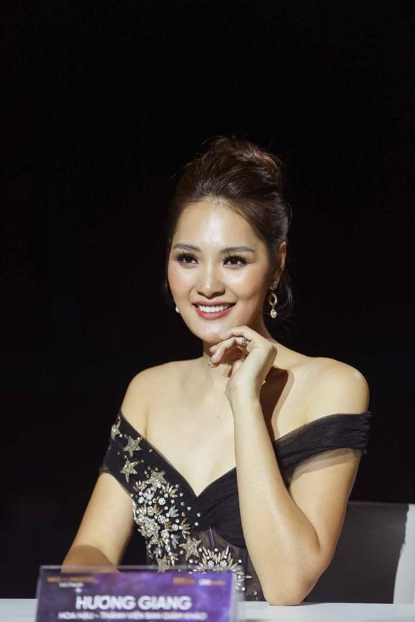 Thảm đỏ chung kết Hoa hậu Hoàn Vũ Việt Nam 2019: Thanh Hằng diện váy cầu vồng không thua kém thiên thần Elsa Hosk-8