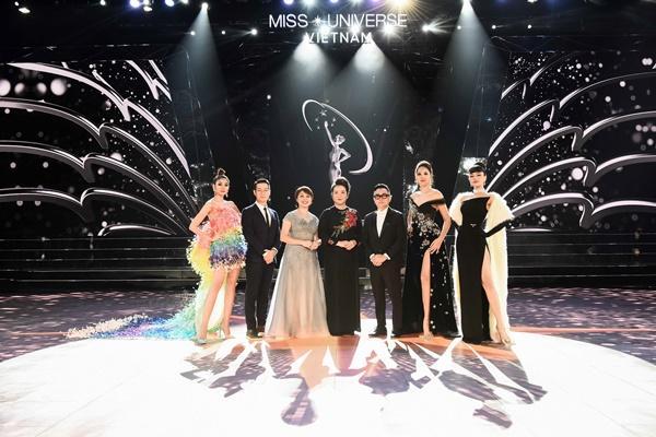 Thảm đỏ chung kết Hoa hậu Hoàn Vũ Việt Nam 2019: Thanh Hằng diện váy cầu vồng không thua kém thiên thần Elsa Hosk-12