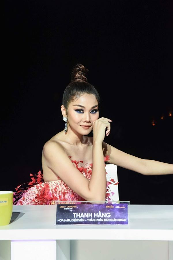 Thảm đỏ chung kết Hoa hậu Hoàn Vũ Việt Nam 2019: Thanh Hằng diện váy cầu vồng không thua kém thiên thần Elsa Hosk-4