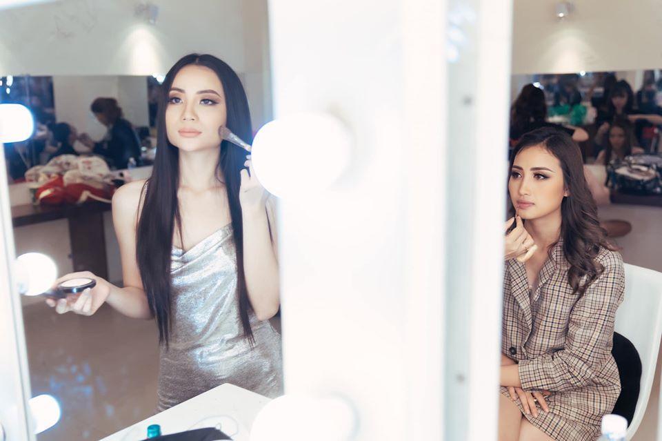 Các thí sinh make-up lỹ lưỡng trong hậu trường-2