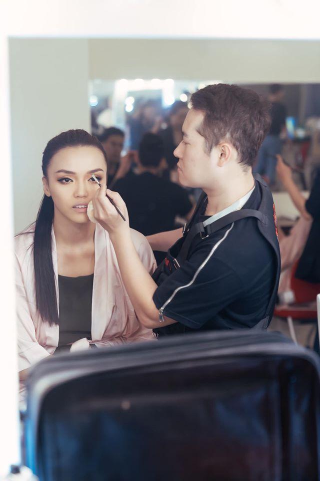 Các thí sinh make-up lỹ lưỡng trong hậu trường-3