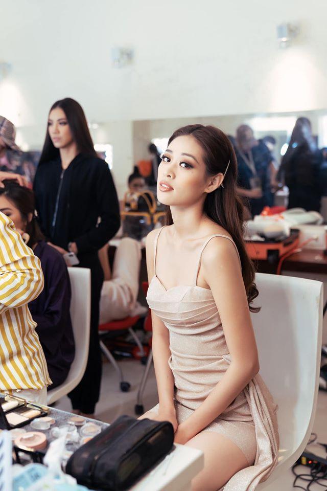 Các thí sinh make-up lỹ lưỡng trong hậu trường-4